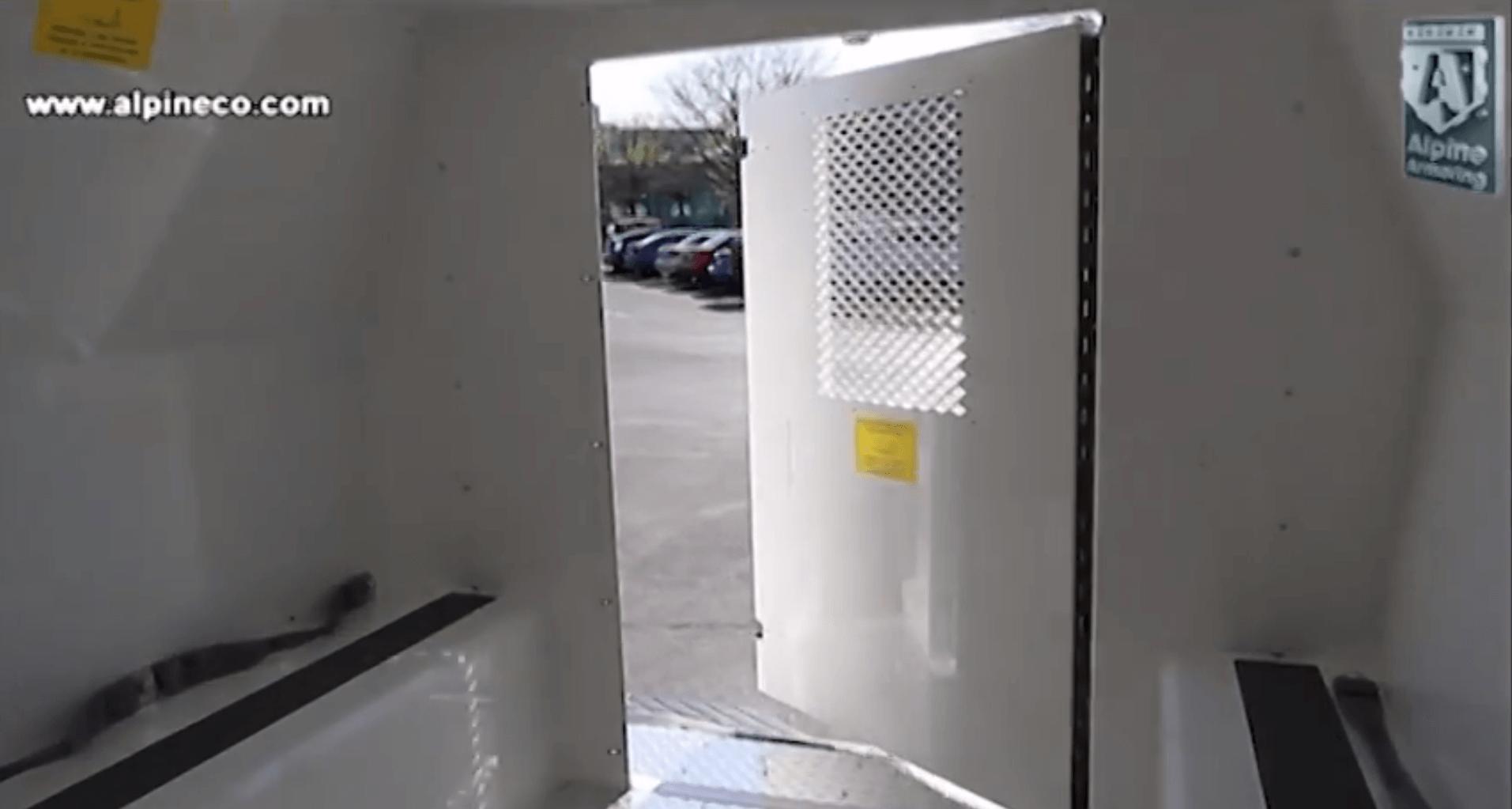 Le transport de prisonniers: pas pour les claustrophobes